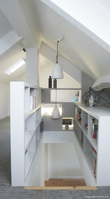 Atelier Sylvie Cahen Architecte Intérieur Paris 12 éme choisy paris pratique fonctionnel design contemporain tendance toit sous pente étagère biblothéque vue à travers trémie