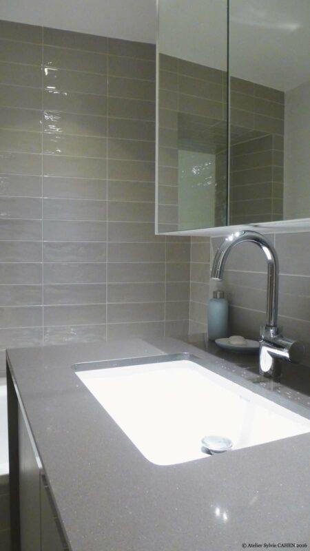Atelier Sylvie Cahen Architecte Intérieur Paris 12 éme choisy paris pratique fonctionnel design contemporain tendance Salle de bain carrelage rectangle gris miroir gris