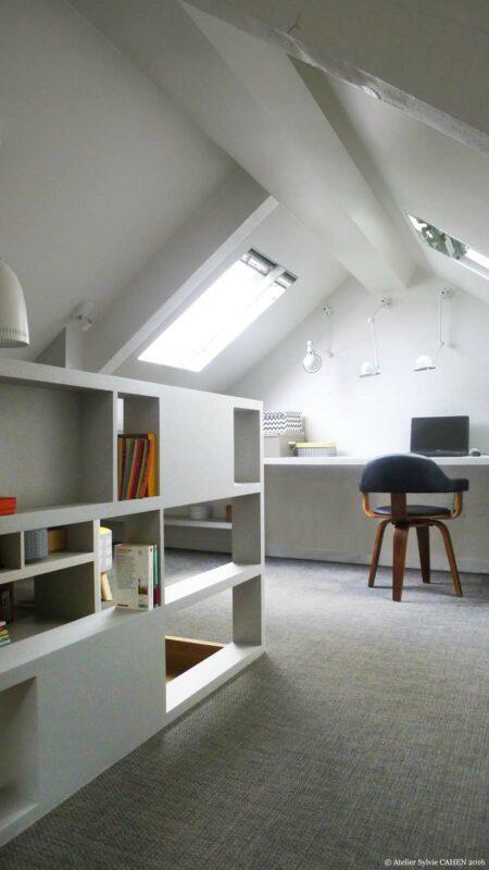 Atelier Sylvie Cahen Architecte Intérieur Paris 12 éme choisy paris pratique fonctionnel design contemporain tendance toit sous pente fenêtre gris bureau étagére rambarde