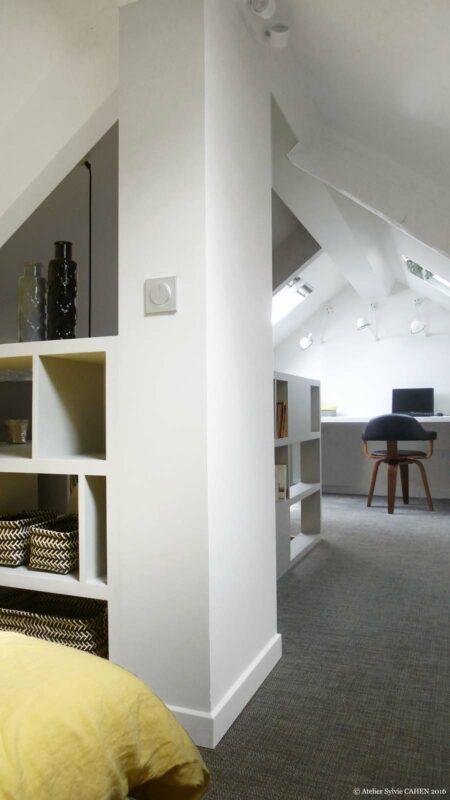 Atelier Sylvie Cahen Architecte Intérieur Paris 12 éme choisy paris pratique fonctionnel design contemporain tendance toit sous pente fenêtre blanc gris bureau étagére rambarde chambre