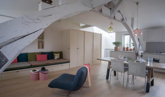 Duplex atypique. Salon / séjour et salle à manger en loft.